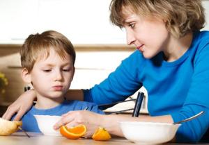 Ребенок плохо ест и капризничает. что делать? Причины и решения