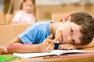 мальчик в школе устал